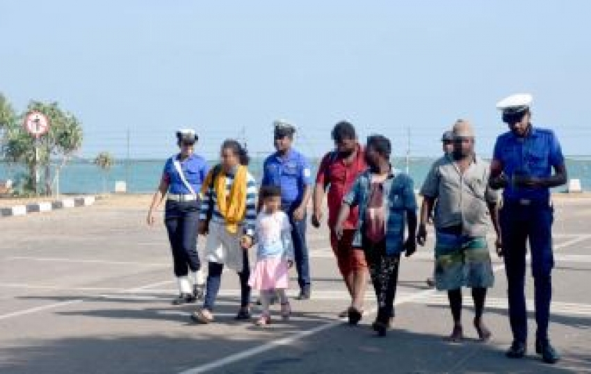 Navy apprehends 03 illegal immigrants along with 02 more suspects in Talaimannar seas